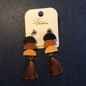 (NEW) wood earrings black and brown